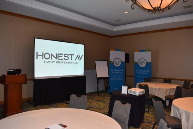 Honest AV Basic Breakout Set with projection screen and projector
